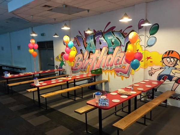 FAMILY CHRISTMAS SKATE - Parents Skate FREE Bayswater Kids Party Venues 3